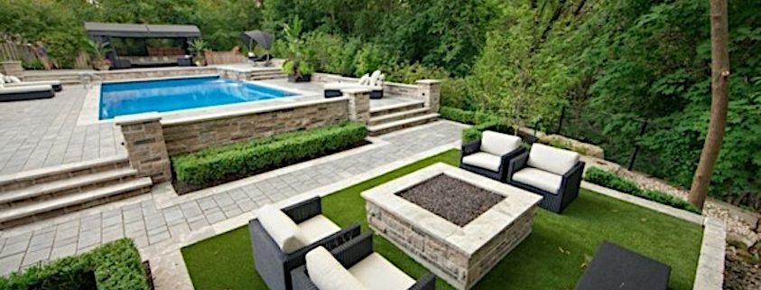 artificial-turf-as-carpet-for-outdoor-furniture